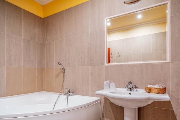 hotel-capital-2019-hires-67-webF0A09D78-883C-B70D-FCDE-66C7982272A6.jpg